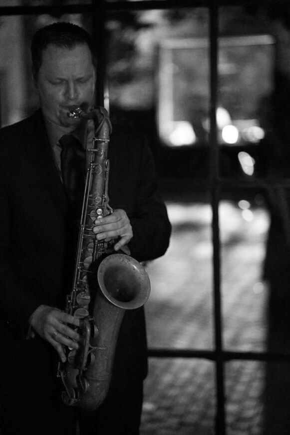 Chris Torkewitz: jazz saxophone, flute, piano and composition. Chris has Doctor of Musical Arts and Masters degrees from Manhattan School of Music NYC. He teaches popular music (Bachelor) at the Macromedia University Freiburg.